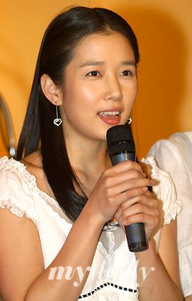 资料图片:韩国女艺人郑多彬--出席活动发言