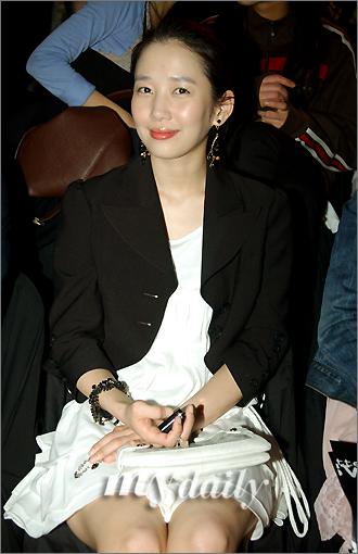 资料图片:韩国女艺人郑多彬--淑女风范