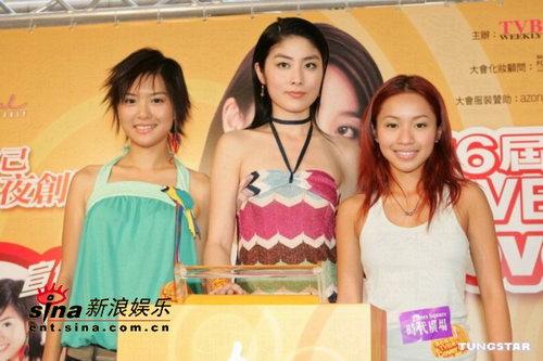 组图:陈慧琳着性感低胸花裙出席宣传活动