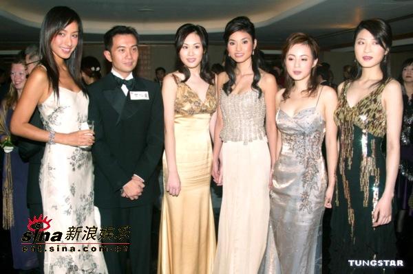图文:新亚姐及蒋怡等众美女性感出席开幕晚宴(12)