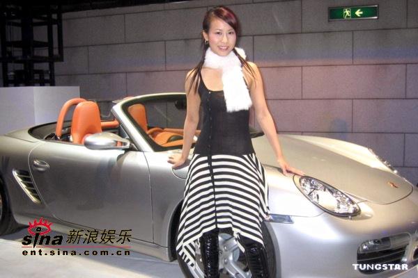 组图:港姐曹敏莉出席活动香车美人极尽诱惑
