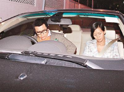 刘嘉玲出席黎明38岁生日宴半带醉意送香吻(图)