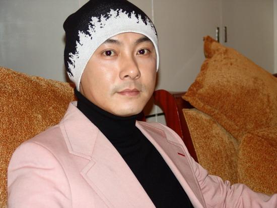 张卫健否认与张茜分手想继续和王伯昭合作(图)