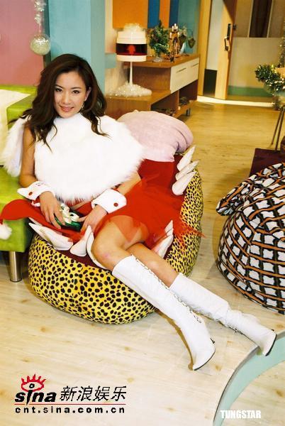 组图:亚视制作特别节目众美女化身圣诞老人