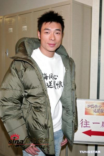 图文:香港演艺圈人士为海啸灾区募捐-许志安