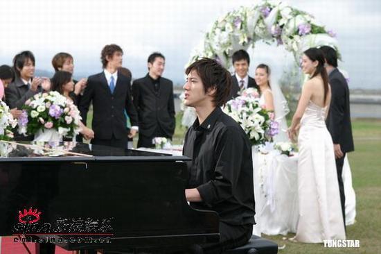 组图:王力宏亲自执导情歌MV婚礼场面浪漫温馨