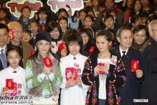 组图:Twins梁洛施出席慈善活动捐善款献爱心