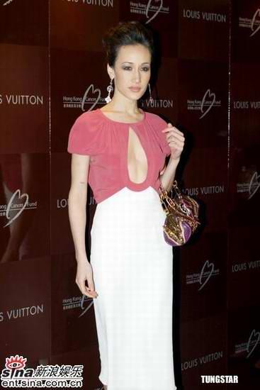 MaggieQ出席慈善活动穿新款春装真空上阵(图)