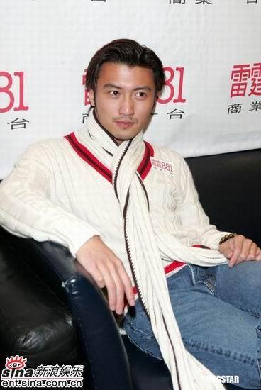 组图:谢霆锋接受访问避谈王菲李亚鹏结婚传闻