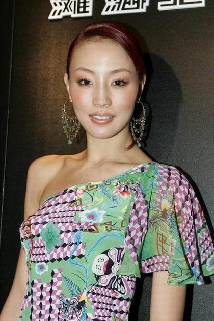 组图:Rosemary吴嘉龙等参加京戏系列时装秀