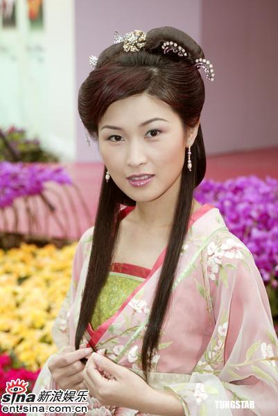 图文:香港花卉展人比花娇港姐艺人争芳斗艳(6)