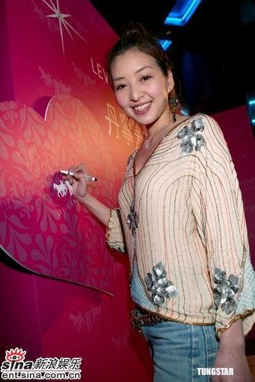 路嘉怡洪晓蕾与凯渥名模出席时尚派对(组图)
