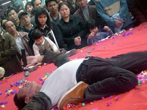 组图:陈市广州代言将和甄子丹演《边城浪子》