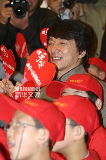 唐季礼执导慈善晚会成龙出任主题嘉宾(附图)