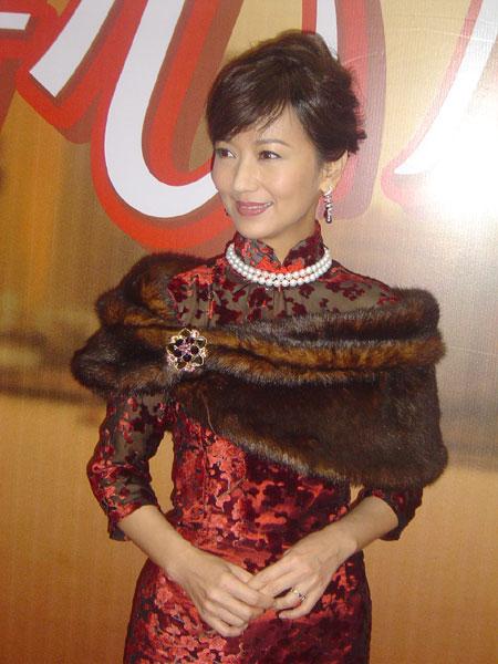组图:赵雅芝容颜未老古典旗袍现身引众人惊叹