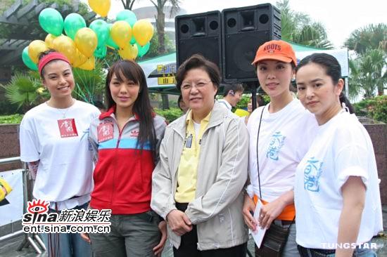组图:廖碧儿官恩娜叶蕴仪参加背水募捐活动