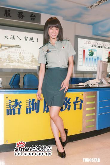 组图:蔡依林化身俏丽女上尉获颁军人最爱艺人
