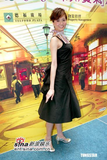"""组图:梁咏琪黑色连衣裙与""""珠宝有个约会"""""""