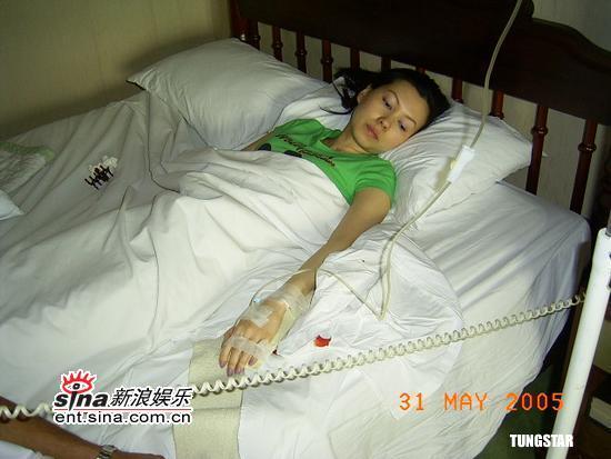 组图:香港亚姐张佩金车祸后又遇不幸中暑晕倒