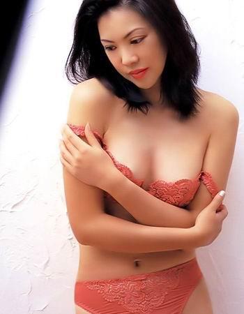 组图:台湾波霸女主播许佳蓉裸露酥胸春光无限