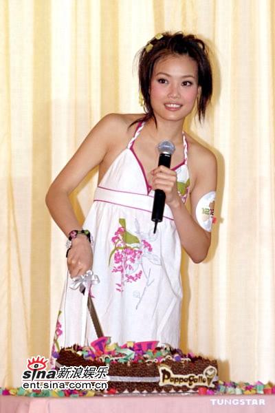 组图:容祖儿与歌迷参加生日派对穿泳衣防走光