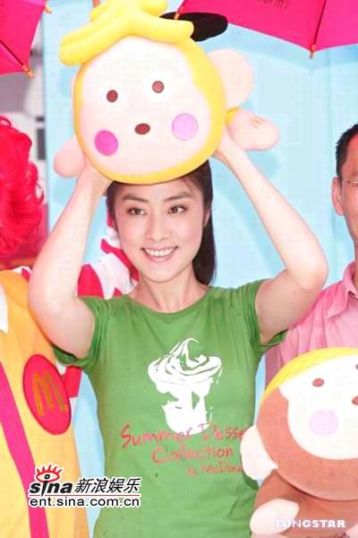 组图:陈慧琳可爱打扮代言泰国海滩畅泳很兴奋