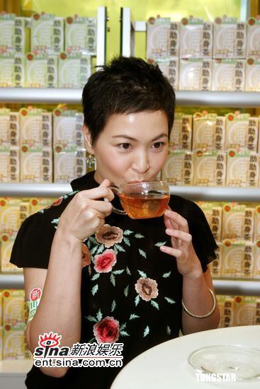 组图:苏玉华陈炜陈霁平倡导夏日饮茶新时尚