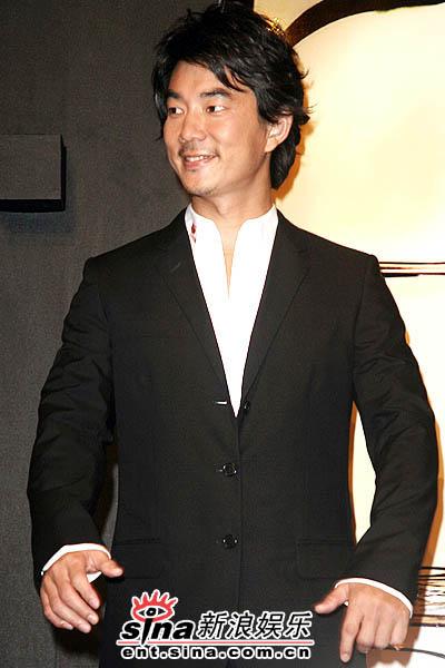 7月7日最酷男星:任贤齐女儿满月荣膺设计师