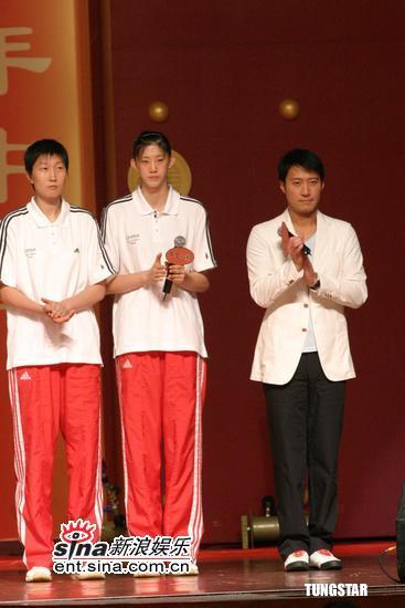 组图:黎明容祖儿出席百年中国活动避谈舒淇