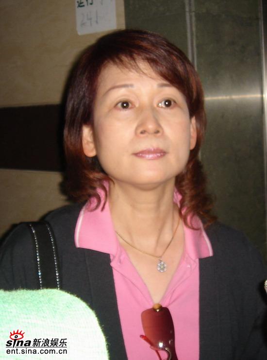 图文:林志玲母亲抵达大连-林志玲母亲吴慈美