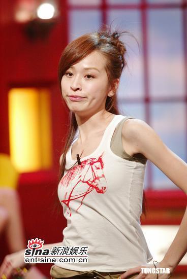 图文:王心凌参加《康熙来了》现场表演热舞