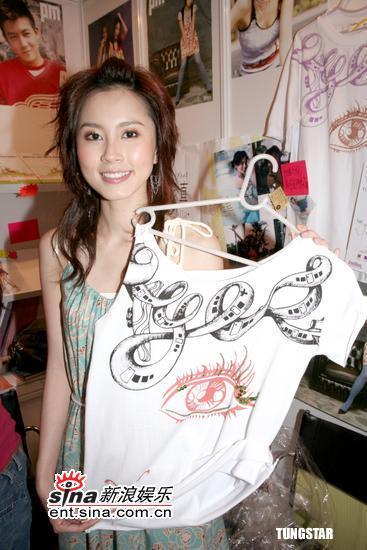 组图:爱心天使Miki、Theresa慈善T恤义卖活动