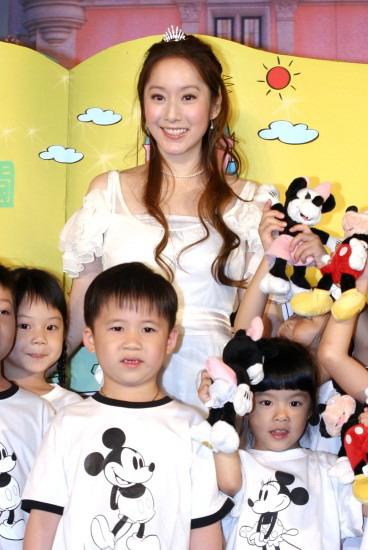 组图:许慧欣化身公主代言TVBS迪斯尼圆梦之旅