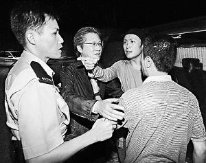 与杨爱瑾牵手被撞散郑中基酒后打记者(附图)