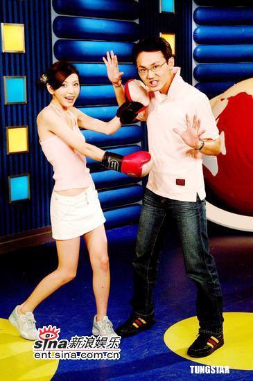 组图:张茜茜代言亚洲杯女子拳击赛杀气腾腾