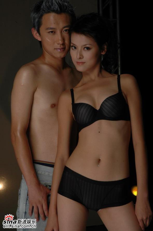 资料图片:佳丽与男模缠绵内衣秀--12号王维湘