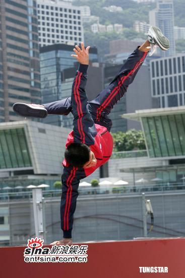 8月17日最酷男星:郭富城天台展胸肌热情劲舞