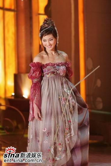 组图:李思雅维多利亚公主相眼神流连羞涩可人