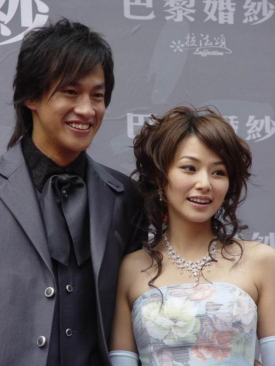 组图:何润东陈怡蓉亮相上海婚纱装现场走秀