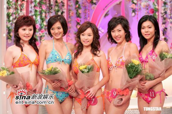组图:十二位亚姐与邰正宵出席拜神仪式