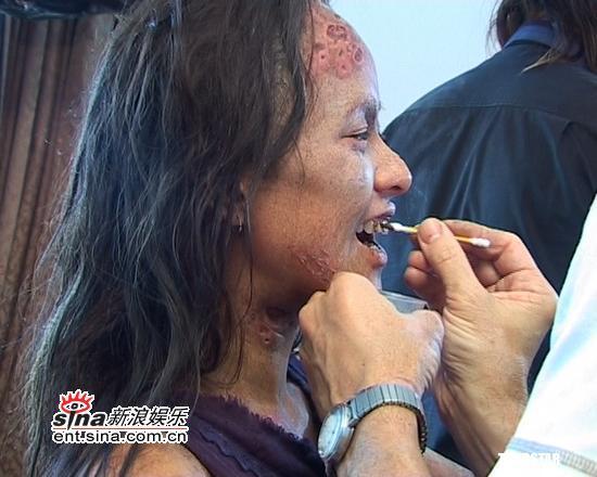 组图:林嘉欣《怪物》关机八小时挑战丑女极限