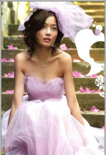 图文:容祖儿处女写真集--紫色精灵