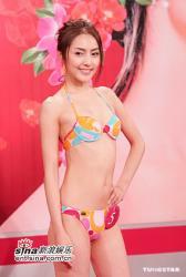 组图:2005亚姐泳装记者会众佳丽好身材秀性感