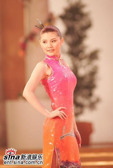 图文:亚姐总决赛直播--10号王婧旗袍展示