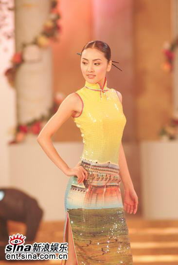 图文:亚姐总决赛直播--5号洪仁颖旗袍展示