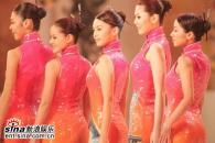 组图:05亚姐总决赛各色旗袍佳丽展示曼妙身材