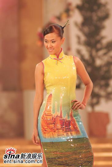 图文:亚姐总决赛直播--11号钟莎韵旗袍展示