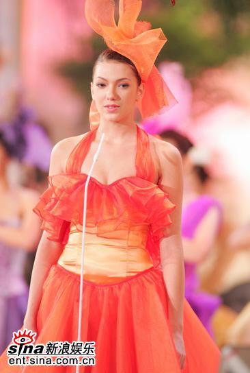图文:2005年亚洲小姐总决赛直播--奥达丝娃