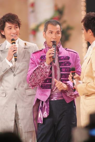 图文:2005年亚洲小姐总决赛现场直播--主持人
