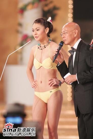 图文:05年亚姐总决赛现场直播--黄色泳装佳丽